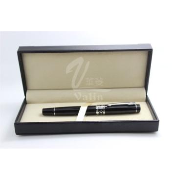 Рекламная подарочная черная металлическая ручка с логотипом компании