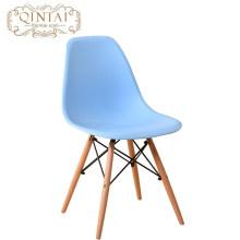 Silla escandinava barata al por mayor del estilo nórdico Silla plástica y de madera del azul bonito