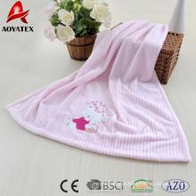 cobertor de bebê com cobertores de lã bordados em lã coral com detalhes em cetim