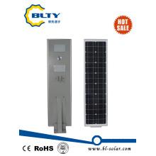 Nuevo todo en una luz de calle solar con el regulador