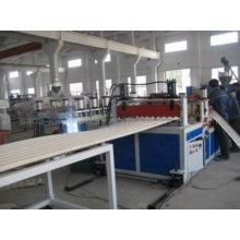 Экструзионная линия для производства листовой плитки из ПВХ с пластиковым экструдером