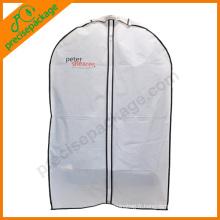 couverture de vêtement de mode avec fenêtre ovale