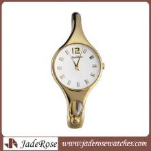 Mode und schöne Frau Armbanduhr