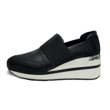 Las zapatillas de plataforma para mujer son modernas y cómodas