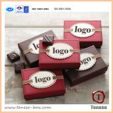 Boîte cadeau en papier au chocolat avec un design propre