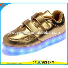2016 zapatillas de deporte que destellan ligeras calientes que encienden para arriba los zapatos del LED