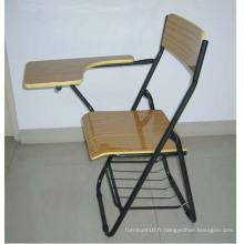 Chaise à dossier en bois à dossier en métal avec un tableau d'écriture