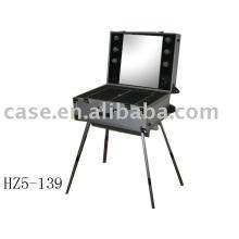 Aluminum cosmetic case with 4 legs
