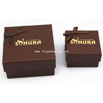 Элегантная шоколадная упаковочная коробка с желтой тисненой фольгой