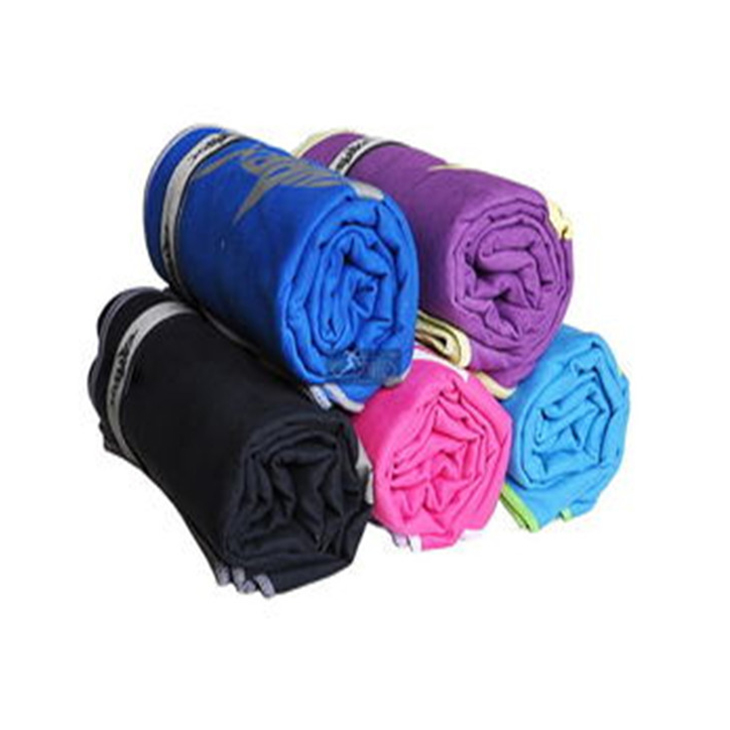sport towel with pouch