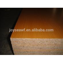 1220 * 2440mm laminado de melamina aglomerado / placa de partícula de melamina na venda / aglomerado de partículas de melamina para uso ao ar livre