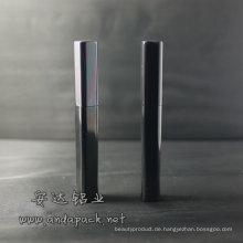 Quadratische glänzend schwarze Mascara Fall