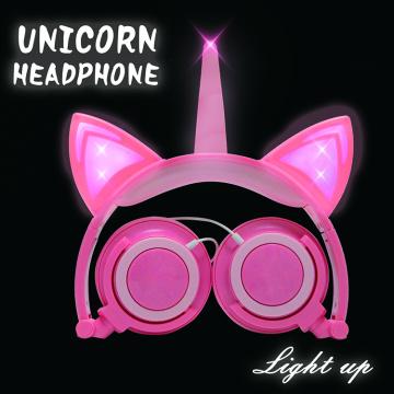 Orelhas de gato unicórnio acendem fones de ouvido para meninas