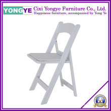 Cadeira de dobradura de estofos de resina branca para festa de casamento