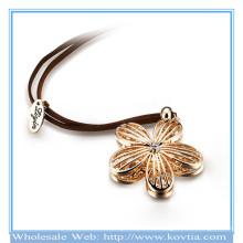 Ожерелье веревочки формы redbud сплава оптовой продажи способа кристаллическое раскрывая
