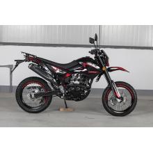 Motorräder für Achsantrieb mit abgedichteter Kette