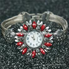 Nueva moda de diseño hermoso reloj de aleación de lujo para las mujeres B005