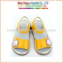 Shenzhen Nuevo estilo sandalia lindo chicas squeaky zapatos baratos al por mayor