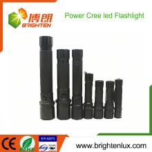 Hot Sale CE Rohs Approuvé Utilisation d'urgence en aluminium la plus puissante Batterie sèche Zoomable Opéré 10W EDC Cree led lampe solaire