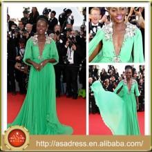 CN09 La celebridad atractiva de Lupita Nyong'o plisa los vestidos de noche de la gasa del verde esmeralda