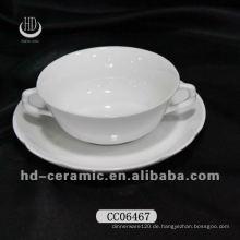 Keramik-Kaffeetasse mit zwei Griffen und Untertasse
