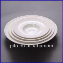 Assiette de salade en porcelaine