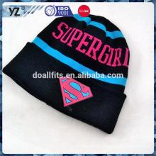 Halten Sie warme kundenspezifische gestrickte Hut für Großverkauf
