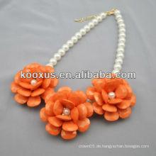 Blumencharmeauszug Halskette mit Perlenkette