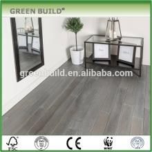 Suelo de madera de roble macizo de diferentes tamaños de color gris