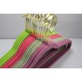 Cintre coloré pour les vêtements