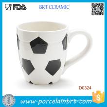 Taza de café de cerámica al por mayor de la forma del fútbol