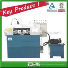 Máquina de rosca para fabricação de parafusos