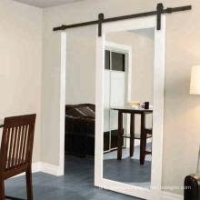 Зеркальная внутренняя раздвижная дверь сарая