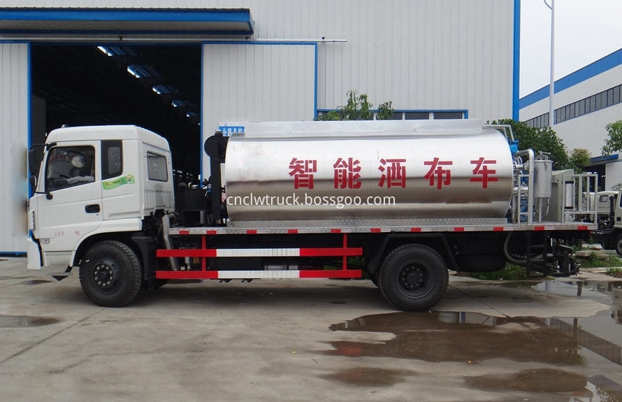 Bitumen Spray Truck 1