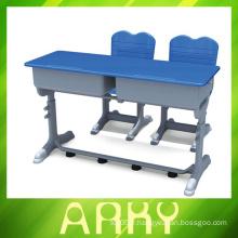 Ensemble de table et de chaise étudiante