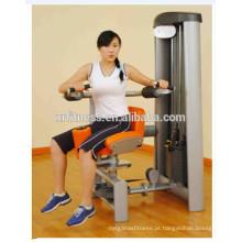 multi perpose gym use a máquina do torso rotativo