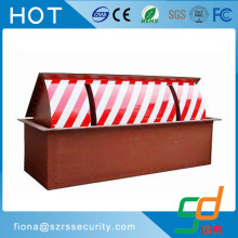 Retractable automatic rising hydraulic road blockers