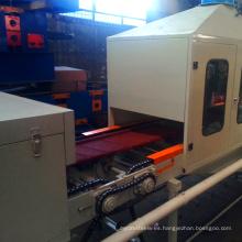 La nueva tecnología coloreó la línea de producción de piedra de metal la teja de tejado revestida de piedra que hacía la máquina