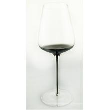 Прозрачный бокал для вина с дымчато-серым