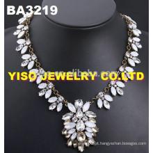 Lindo colar de diamantes