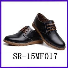 La nueva plantilla negra de goma de los zapatos del juego del negro de la llegada calza los zapatos del género de los hombres