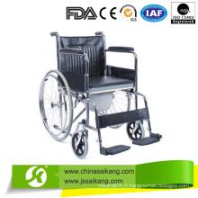 Accommodez la chaise avec une plaque en plastique pour personnes handicapées