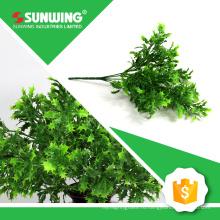 подгонянный зеленый искусственный фикус опрыскивают листья для растительного декора стены