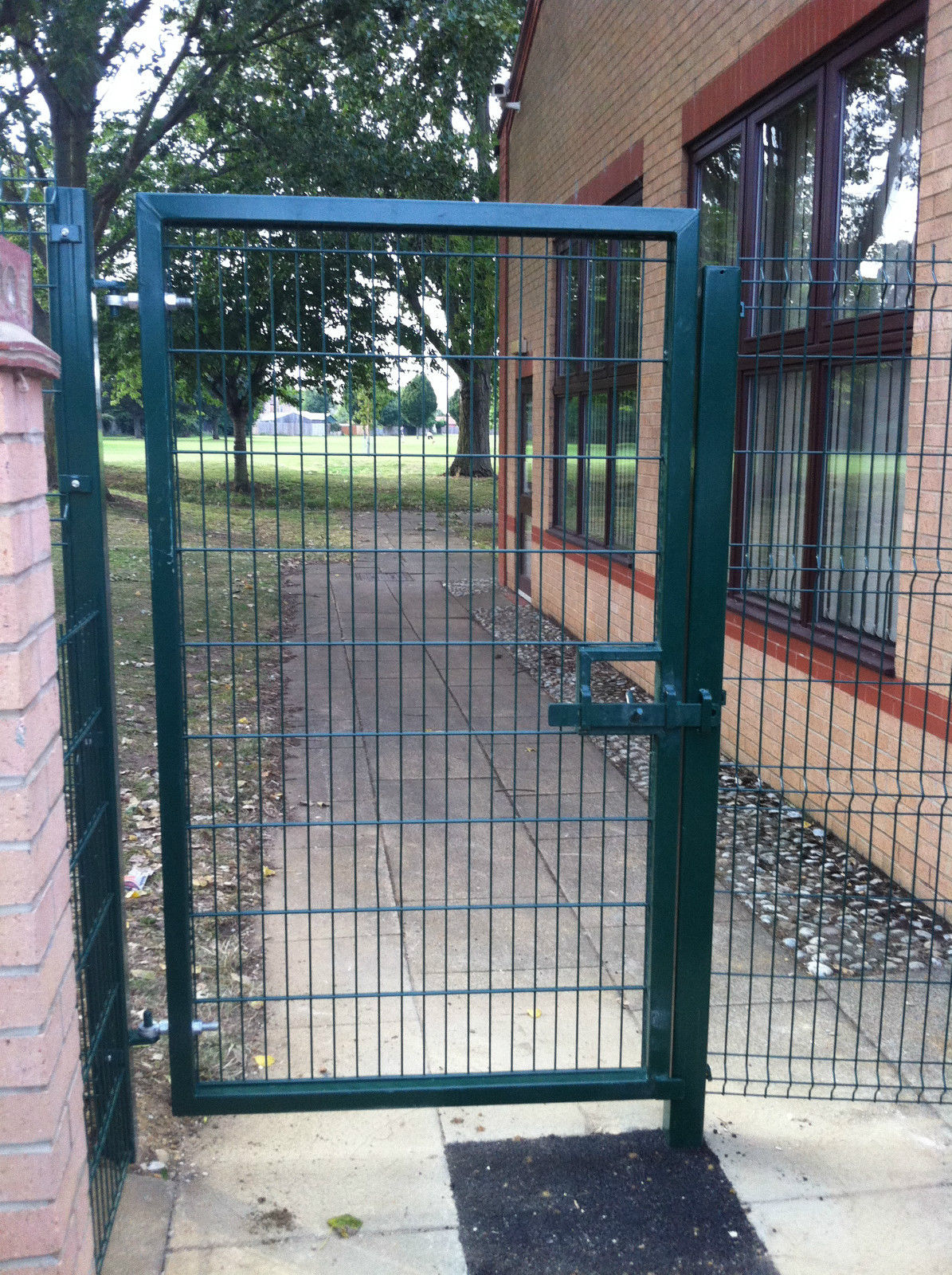 3 D metal fence panels Single gate