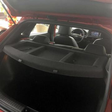 Hyundai Tray Load Cover في Reargate Hatchback الخلفي