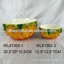 Elegante tazón de cerámica de forma de piña