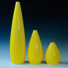 Cute Design Yellow Porcelain Flower Bottle for Home and Hotel Decoration