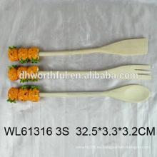 2016 cubiertos populares conjunto de tenedor de madera / cuchara / cucharada con forma de piña