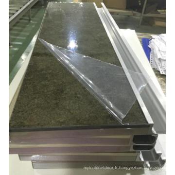 Nouveaux volets d'armoires de cuisine en acrylique modernes avec bandes et poignées de bordure en PVC (personnalisés)