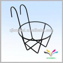 Negro cubierto de polvo cubierto de parabrisas de alambre mostrador de la cesta de la pantalla